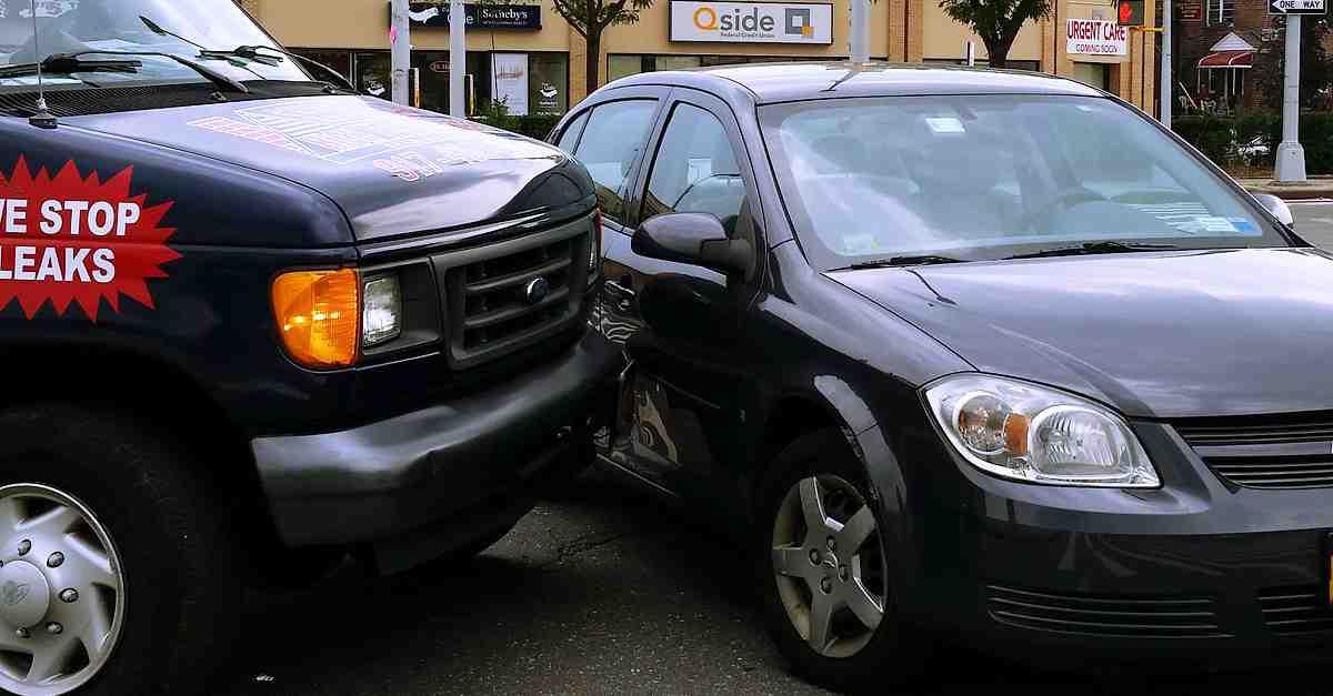 Choque de auto dándose a la fuga